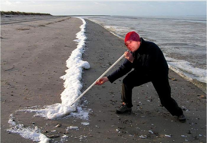 Il scégretario durante il suo jogging di stamattina, sulla spiaggia di Fregene